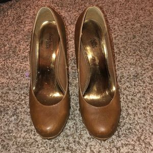 Brown Almond Toe Heels w/ Studs! Size 9! Cute!